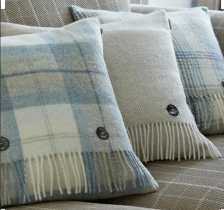 Подушки из кашемировых шарфов