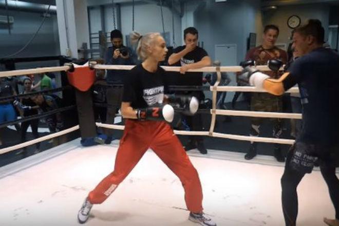 Девушка-боксер наказала ММА-бойцов, прикинувшись новичком