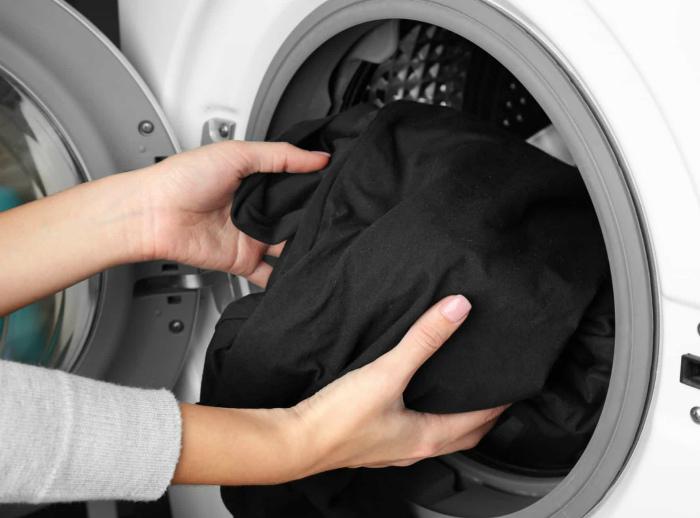Сохранить черный цвет ткани. | Фото: NearSay.