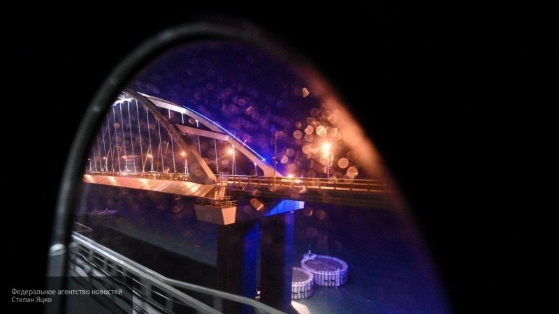 Первые 100 пассажирских поездов пересекли Крымский мост