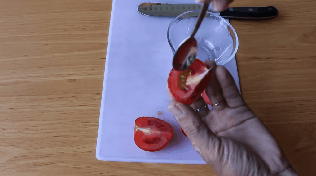 Необычный способ посадки томатов, заслуживающий внимания
