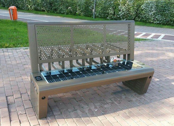 Высокотехнологичная скамейка в Астане , с вай-фаем, солнечными батареями и работающими usb портами в мире, в парке, красота, креатив, лавочка, скамейка, удобство, фантазия