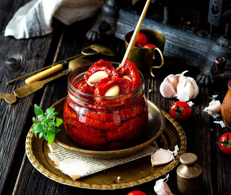 Вяленые помидоры с чесноком