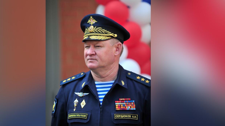 Генерал-полковник Андрей Сердюков поздравил военных с Днем ВДВ Армия