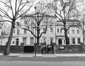Россия сократит персонал посольства в Лондоне на 40%