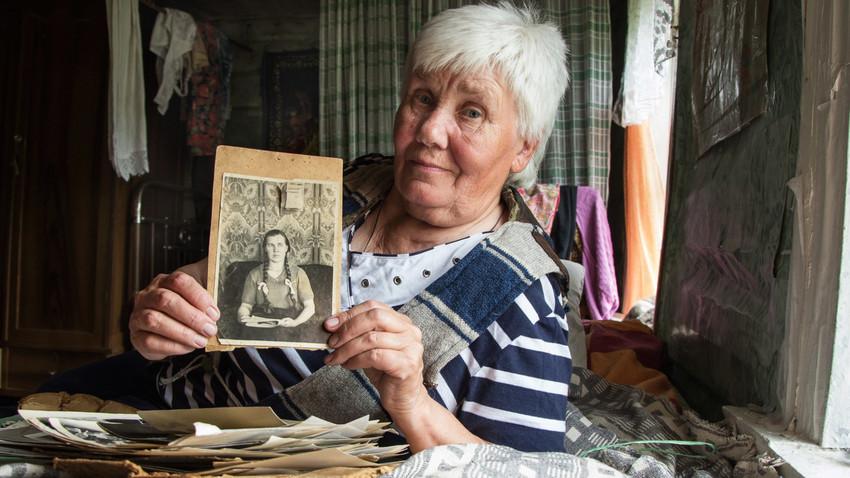 Как пенсионерка Люська живет совсем одна в псковской деревне