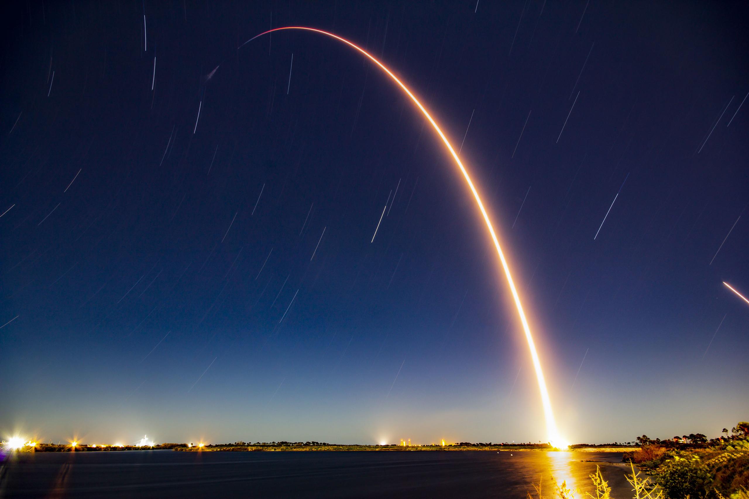 SpaceX в 50-й раз вернула первую ступень Falcon 9 в рамках последнего  запуска грузового корабля Dragon первого поколения с 20-й миссией снабжения МКС - ITC.ua