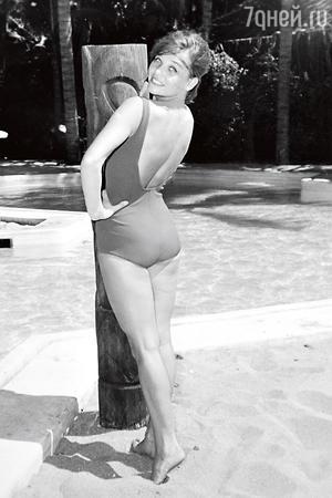 В Мексике, на пляже в Акапулько во время международного кинофестиваля. 1965г.