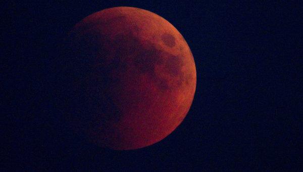 Полное затмение Луны увидят в среду жители России
