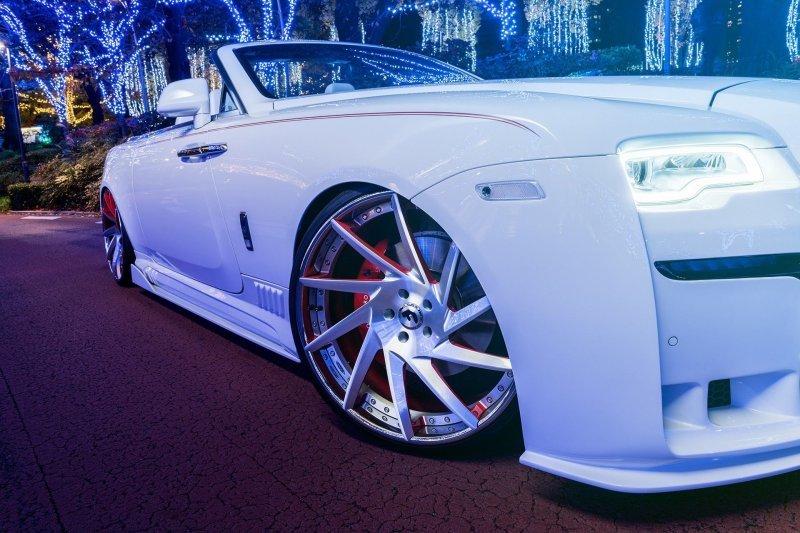 Нескромный Rolls-Royce Dawn …