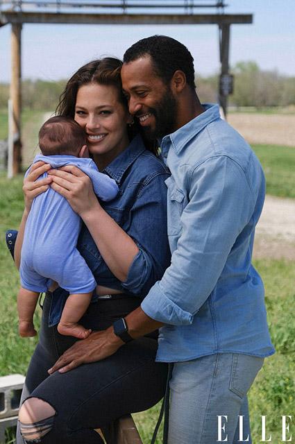 Эшли Грэм снялась для глянца вместе с сыном и рассказала о принятии своей изменившейся фигуры после родов Фотосессии