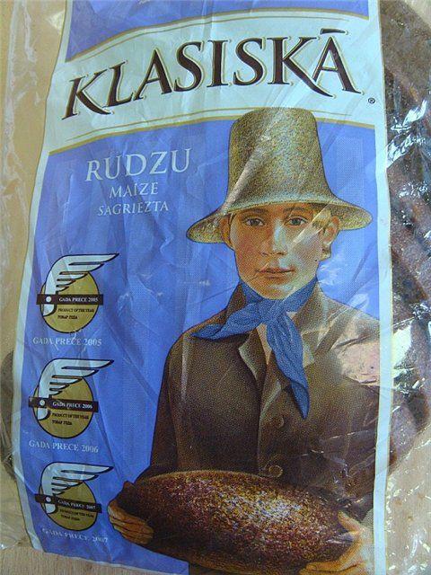 """по-латышески на нём написано """"Классический ржаной хлеб нарезанный""""."""