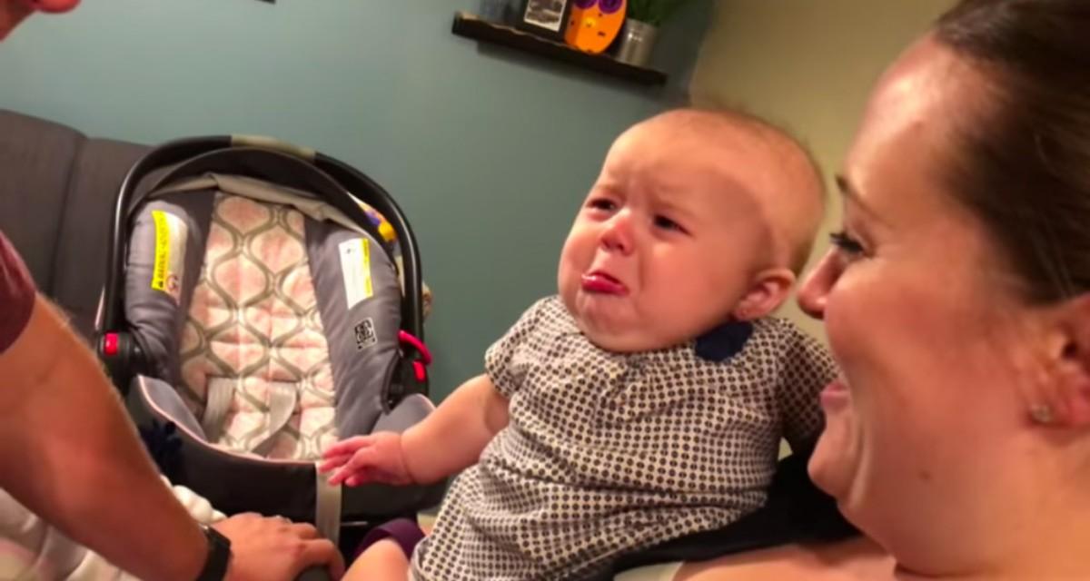 Кроха не хочет, чтоб папа целовал маму. Его реакция очень умилительна