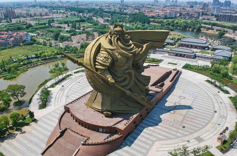 Памятник полководцу по имени Гуань Юй, жившему в эпоху Троецарствия, около 1800 лет назад, и почитаемому как бог войны. Высота 58 м. Тайвань, Китай в мире, высота, красота, люди, памятник, подборка, статуя, факты