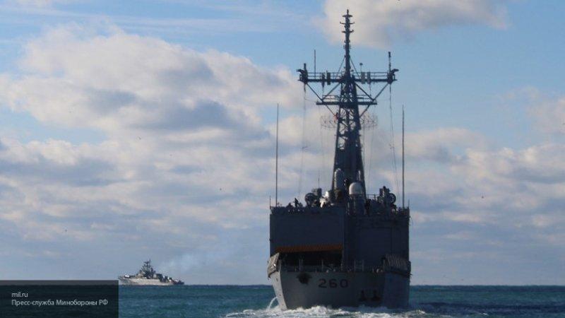 Черноморский флот следит за десантным кораблем ВМС США в Черном море