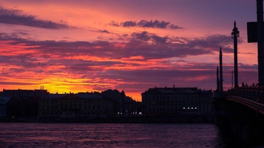 Маломерное судно ушло под воду после столкновения с теплоходом в Петербурге Происшествия