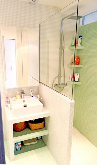 Белый и салатовый оттенок в ванной комнате прекрасно подойдет для бодрого начала дня.