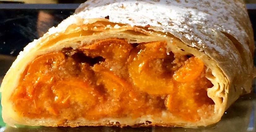 Хит этого лета! Ленивый штрудель с солнечными абрикосами: 25 минут — и шедевр на столе...