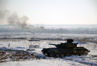 Трое украинских военных уехали из АТО на БТРе