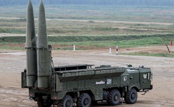 "На фото: оперативно тактический ракетный комплекс ""Искандер"""