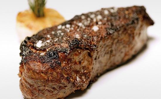 Стейк из бычков Шароле в ресторане «Мясо»
