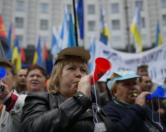 Как живут украинцы через год после Майдана: цены, пенсии, валюта, ЖКХ(обзор)