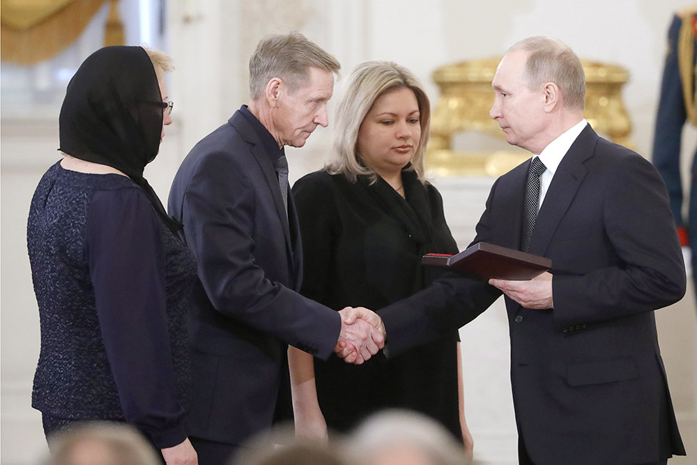 Путин вручил Звезду Героя Ро…