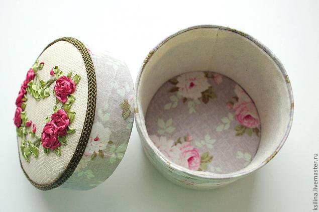 Винтажная шкатулка с вышивкой лентами