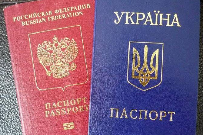 Тысячи украинцев меняют граж…