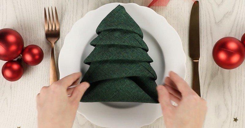 5 способов красиво сложить салфетки для новогоднего стола