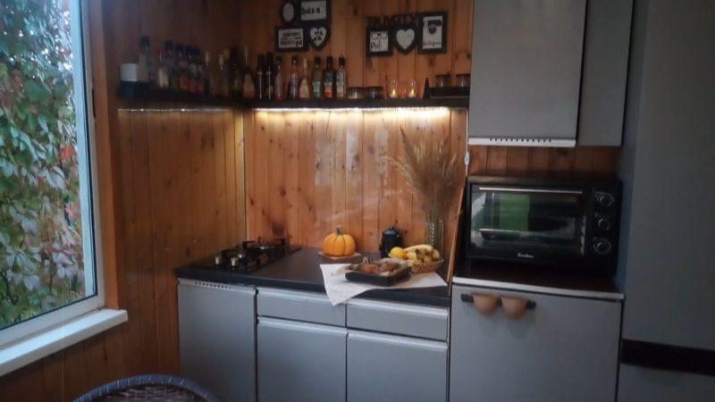 Как преобразить кухню всего за 2400 рублей хозяева, материалы, чтобы, кухне, например, сделали, ножки, кухню, дверцы, покрасить, остатков, легко, колёсики, прикрепили, полочкуК, выкатывающуюся, материалов, решили, шкафом, пустовало