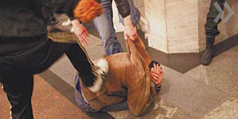 В Екатеринбурге кавказцы на глазах у полицейских зверски избили журналиста