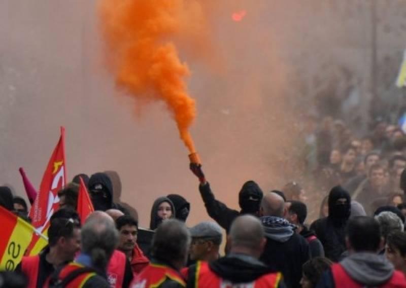 Протесты во Франции: журнали…