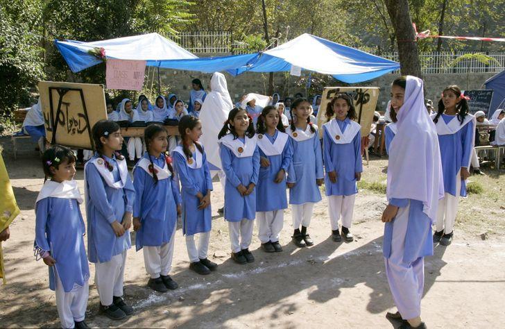 В чём ходят школьники разных стран мира учеников, школы, форма, белый, носят, галстук, Великобритания, формы, заведениях, учебных, традиционное, девочки, брюки, однако, семей, костюм, руководство, ибрюки, Пакистан, белые