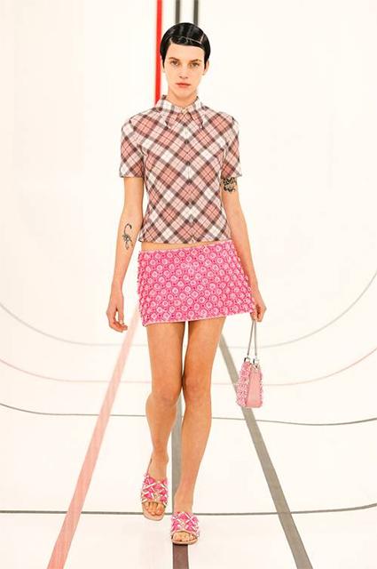 От мини до сандалий-тапочек: 6 вещей, которые нужны всем модницам этим летом foryoupage,fyp,yesdaychallenge,Звездотренды