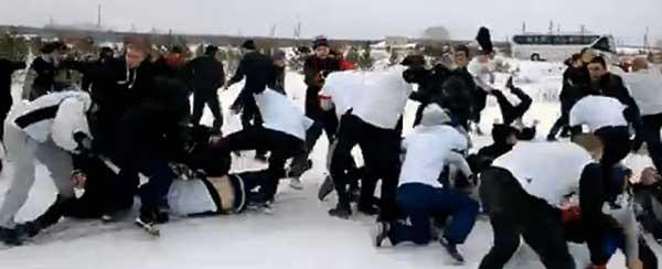 Видео массовой драки между Екатеринбургом и Челябинском