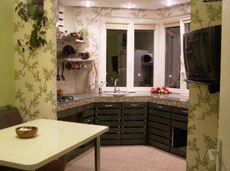 Оригинальный дизайн П-образной кухни 13 кв.м в эркере