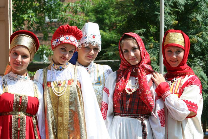 Студентки неделю носили русские народные костюмы. Последствия любопытны...