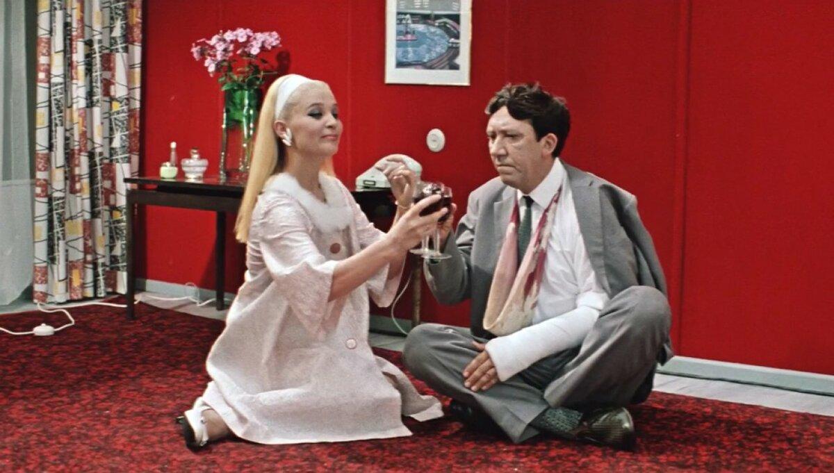 Была ли мода в СССР? 3 стильных героини легендарных советских фильмов