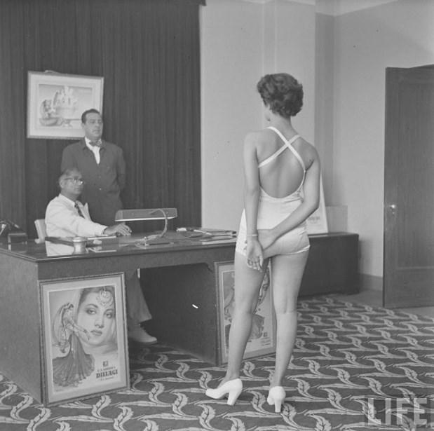 21 редкое фото того, как проходил кастинг в Болливуде в 1951 году фотография