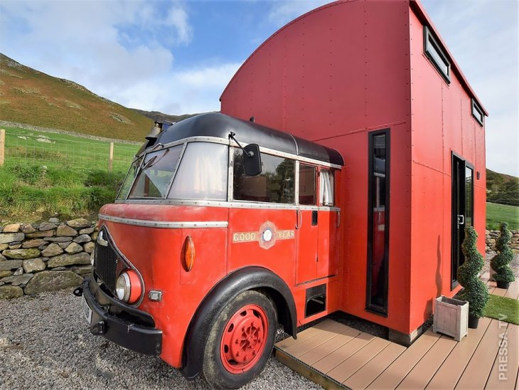 Уютный дом из пожарной машины