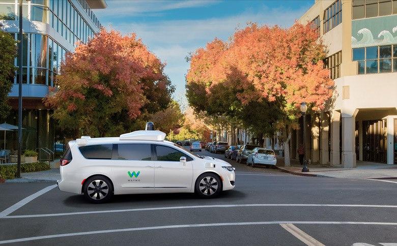 FCA поставит «тысячи» машин для сервиса самоуправляемых такси Waymo