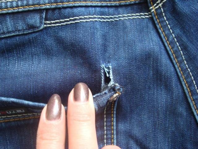 Одежда порвалась или была надета наизнанку: приметы