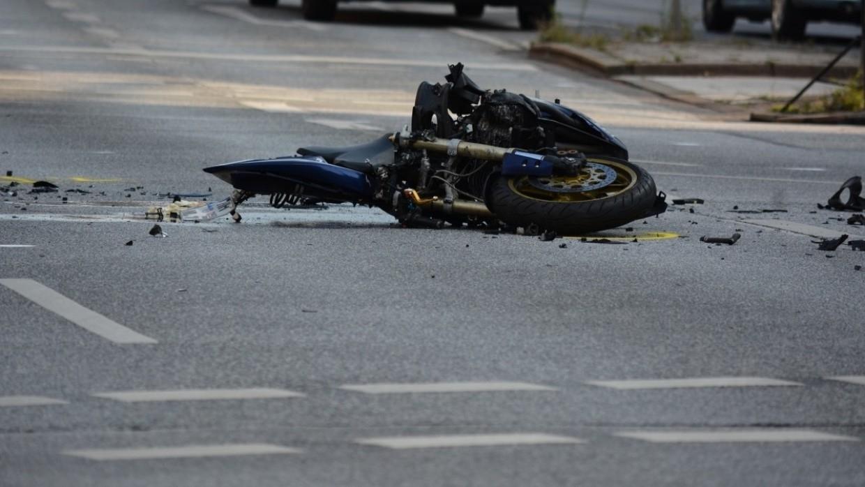 Мотоциклист погиб под колесами легкового автомобиля на МКАД Происшествия