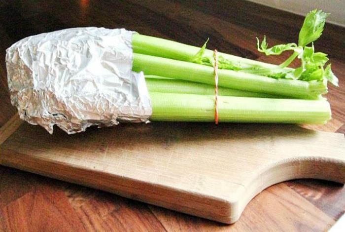 Хранение сельдерея и листовых салатов. | Фото: Smart Life Tricks.