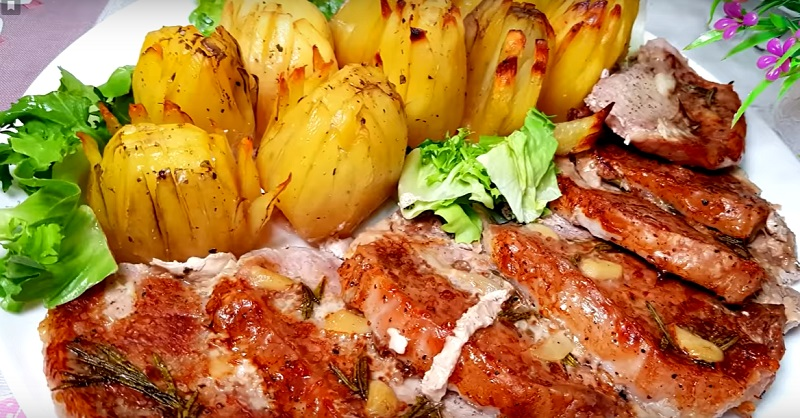 Свинина с картофелем, запеченная в духовке: потрясающее горячее блюдо