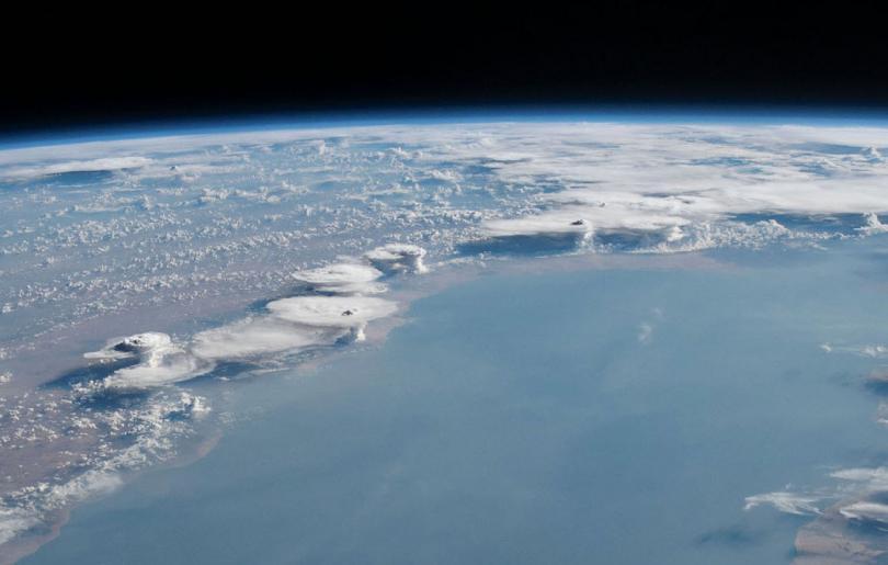 Облачные образования над побережьем Сомали, 23 мая 2019. (Фото NASA):