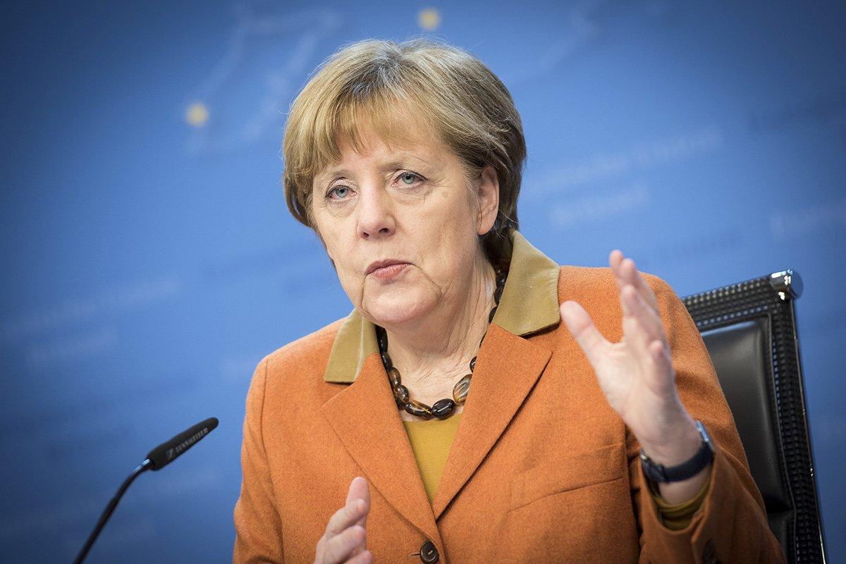 Меркель прокомментировала решение ЕС ввести антироссийские санкции
