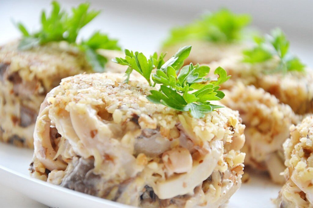 Потрясающий белковый салат с кальмарами