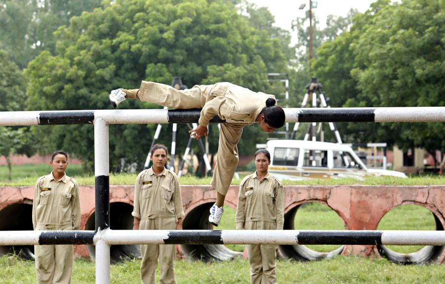 Как готовят женщин для полиции в Индии